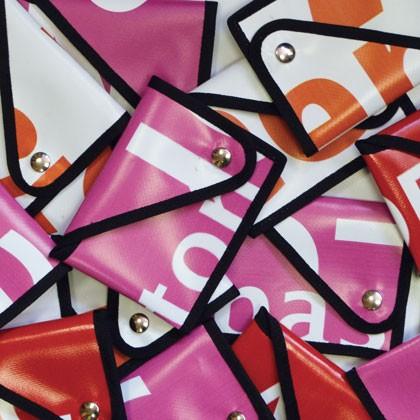 Accessoires en bâche publicitaire recyclée RFF Reversible éco design