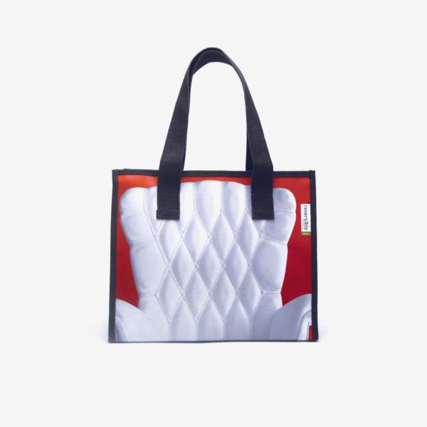 Cabas rouge fauteuil blanc en bâche publicitaire recyclée