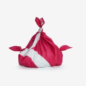 01 Furoshiki plié en toile publicitaire rose.