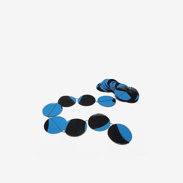 Guirlande pastilles bleues en bâche publicitaire