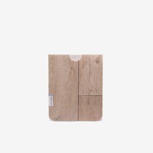 Housse ipad en sol vinyle recyclé bois blanchi.