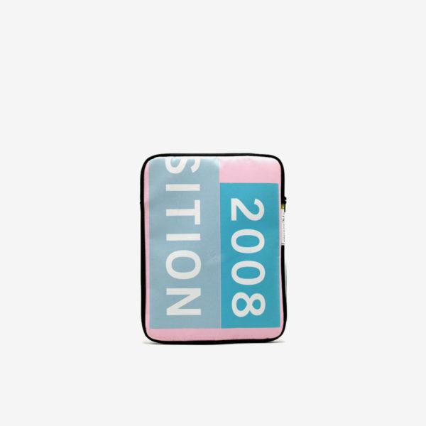 Housse ipad en bâche publicitaire recyclée rose et bleue