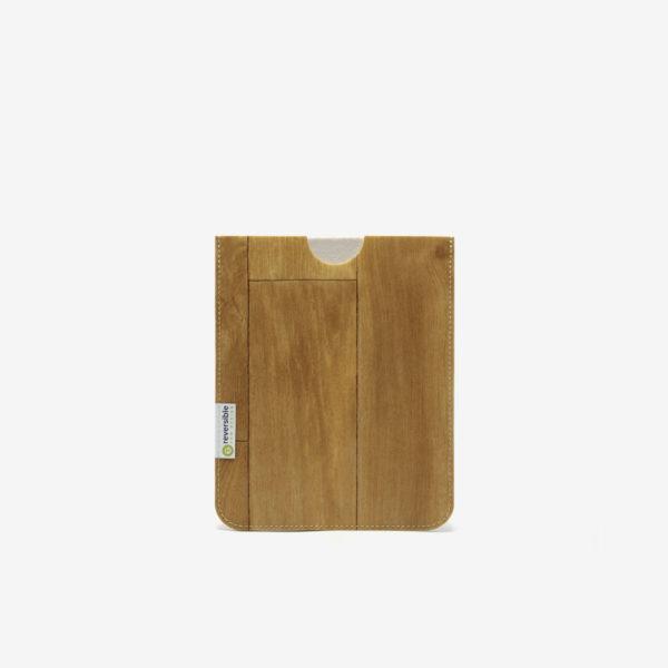 Housse ipad en sol vinyle recyclé bois blond.