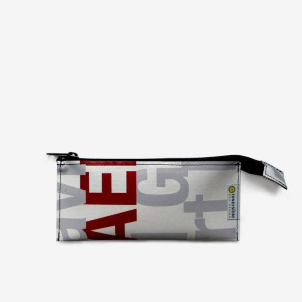 Trousse écolier grise et blanche en bâche publicitaire recyclée.