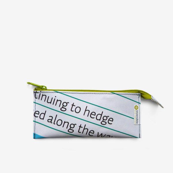 Trousse écolier blanche en bâche publicitaire recyclée.