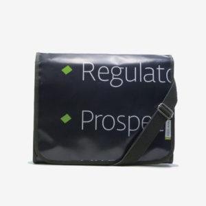 Sacoche en bâche recyclée reversible eco design