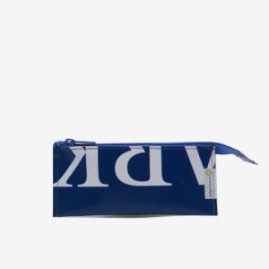 Trousse écolier bleue en bâche publicitaire recyclée.