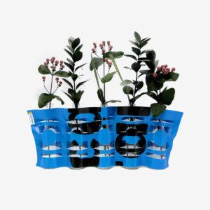 vase bleu en bäche publicitaire recyclée