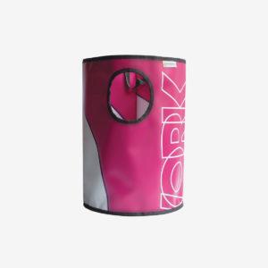 corbeille rose fuchsia en bâche publicitaire recyclée