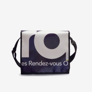 sac en bache publicitaire bleue recyclee reversible upcycling