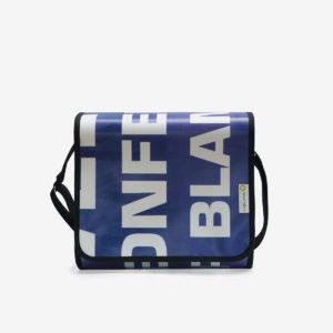sac bleu en bache publicitaire recyclee reversible upcycling