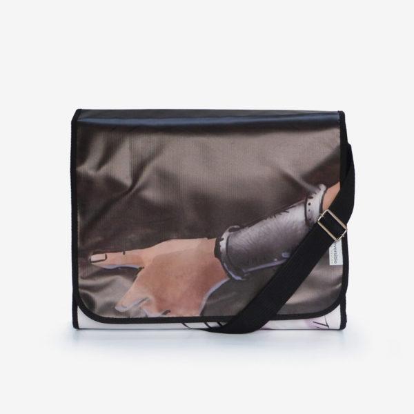 sacoche noire en bâche publicitaire