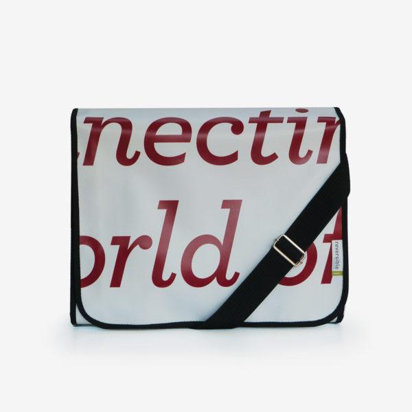 sacoche blanche typo rouge en bâche publicitaire