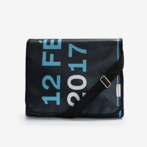 sacoche en bache noire reversible eco design