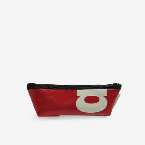 Trousse rouge en bâche publicitaire recyclée