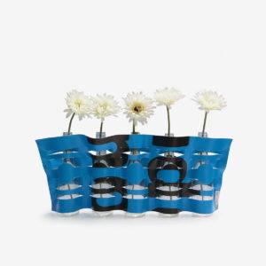 vase bleu en bâche publicitaire recyclée