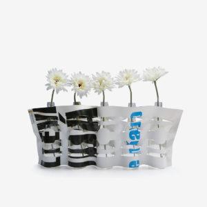 vase noir et blanc en bäche publicitaire recyclée