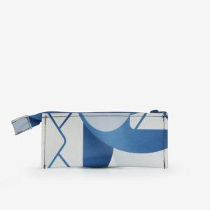 Trousse écolier blanche et bleue en bâche publicitaire recyclée.