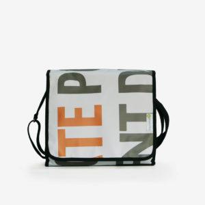 5 upcycling sac en bache publicitaire reversible
