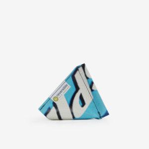 Porte-monnaie bleu clair en bâche publicitaire recyclée.