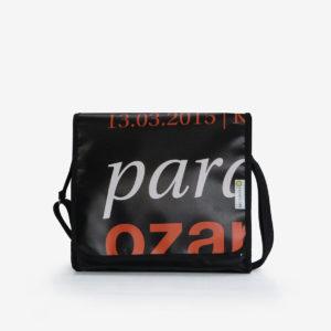 8 upcycling sac en bache publicitaire reversible