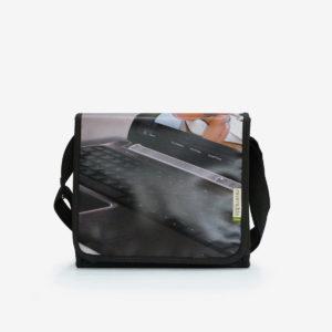 9 upcycling sac en bache publicitaire reversible