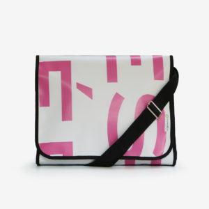 sacoche blanche lettres rose en bâche publicitaire