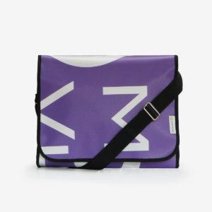 sacoche violette en bâche publicitaire