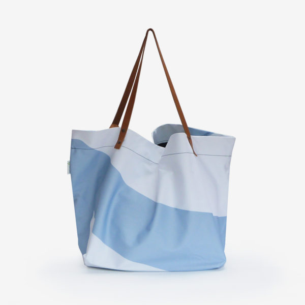 dos cabas de plage en toile publicitaire bleue
