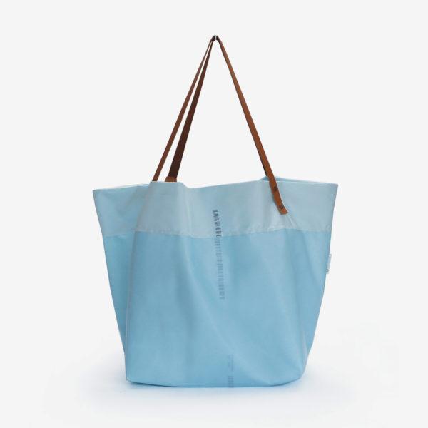 Dos de sac cabas en toile d'airbag bleue déclassée.