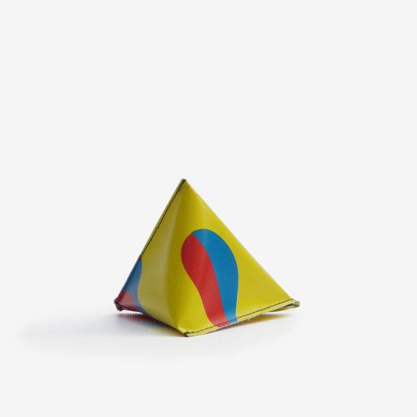 dos Porte monnaie en bâche publicitaire recyclée multicolore.