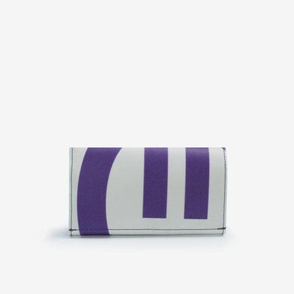 Dos portefeuille en bâche publicitaire blanche et violette.