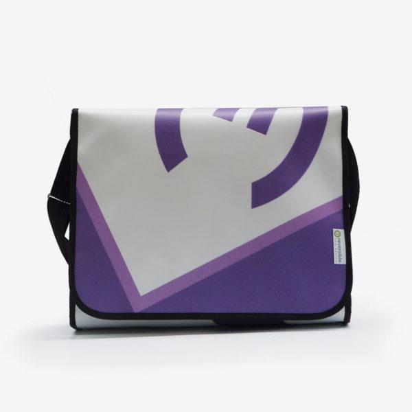 Sacoche violette et blanche sac en bâche publicitaire.