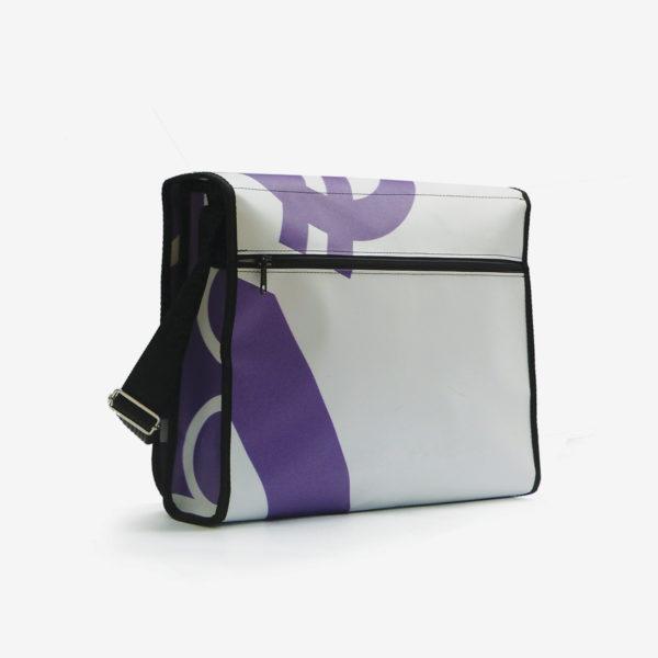 dos Sacoche violette et blanche sac en bâche publicitaire.