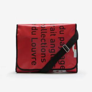 Sacoche rouge lettres noires. sac en bâche publicitaire.