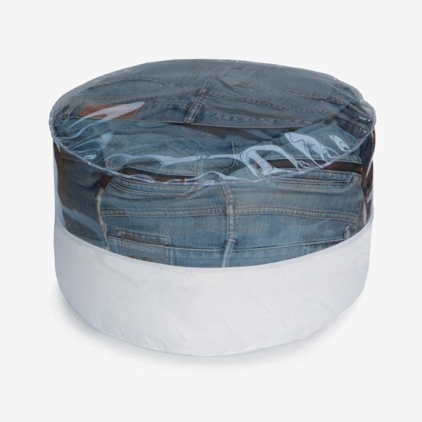 pouf rond transparent et toile parapente blanche rempli de jeans.
