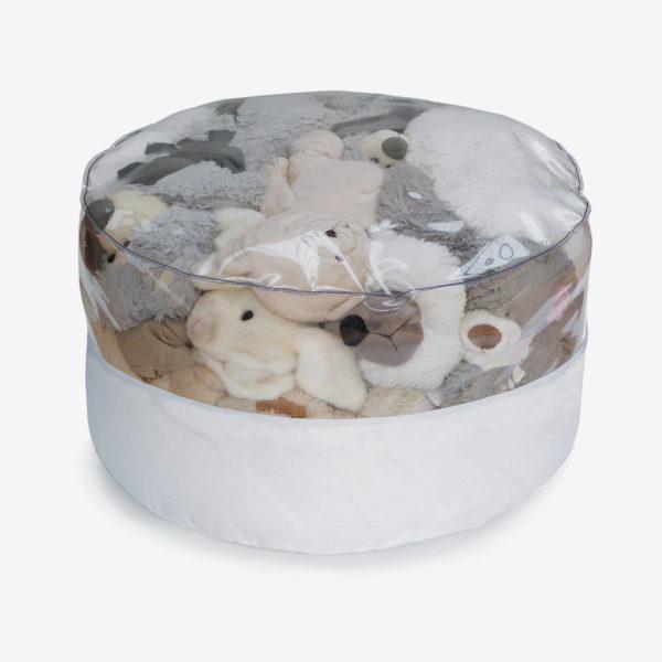pouf rond transparent et toile parapente blanche rempli de peluches.