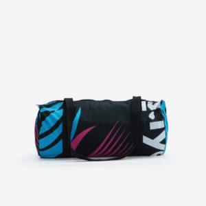 sac de sport noir graphique en toile publicitaire.
