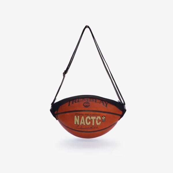 Sac en ballon de basket NATC en cuir.