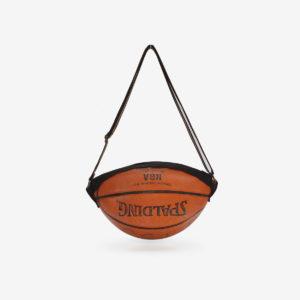 Sac en ballon de basket Spalding orange en cuir.