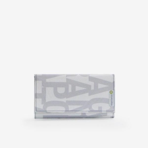 portefeuille en bâche publicitaire blanche avec lettres grises.