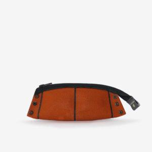 dos de trousse en ballon de basket recyclé orange.