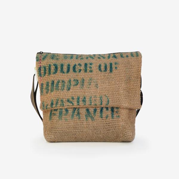05 sac besace en toile de jute issu des sacs de transport de café.