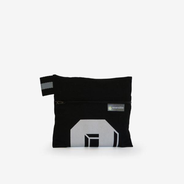 03 trousse noire en maillot de basket