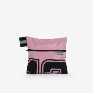 11 trousse rose en maillot de basket