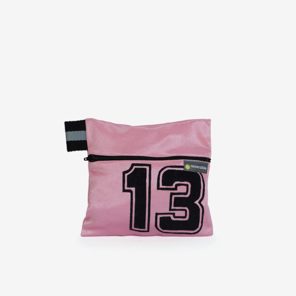 12 trousse rose en maillot de basket