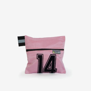 18 trousse rose en maillot de basket
