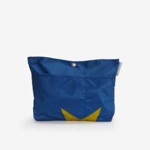 Sac à sac multipoches en toile publicitaire bleue.