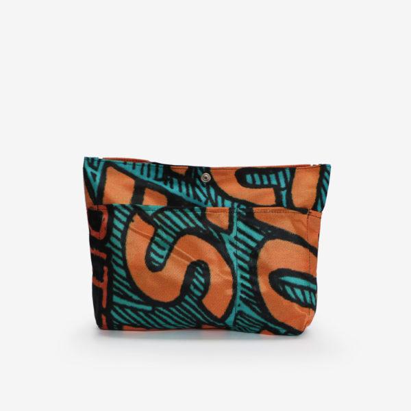 Dos de sac à sac multipoches en toile publicitaire aux tons orange et noir.