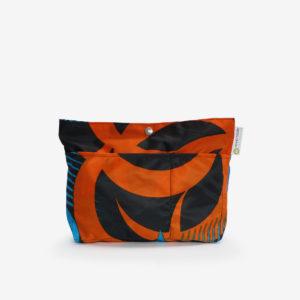 Trousse orange en toile publicitaire.